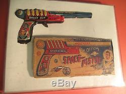 1950's Marx TOM CORBETT Space Cadet Tin Litho RAY GUN PISTOL Clicker withBox