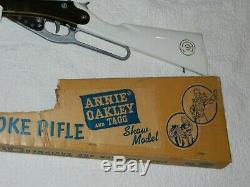 1958 Annie Oakley Toy Pop Gun Rifle by the Daisy Co. Plymouth Mich rare finish