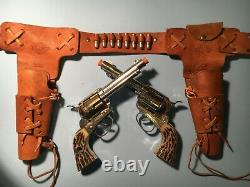 1960 Mattel FANNER SHOOTIN' SHELL Double Holster Set with (2) Cap Guns Nice