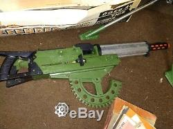 1964 DE LUXE DEFENDER DAN 28 INCH CHILD'S MACHINE GUN Original Box