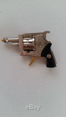 Cap gun signal launcher