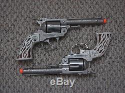 Colt. 38 Double Holster Toy Cap Gun Set Hubley 1960 Era
