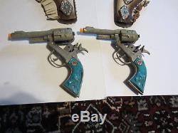 HUBLEY TEXAN JR. DOUBLE CAP GUN & HOLSTER SET WithTURQUOISE GRIPS ca. 1950's