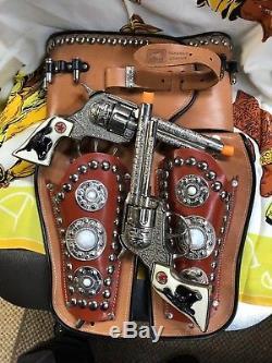 Hubley Texan Cap Gun Pair unfired & Keyston Bros unused Leather Double Holster