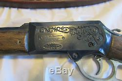 Johnny Eagle Red River Gun Wall Rack With Pistol 1965