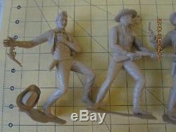 Louis Marx Vintage 6 Plastic cowboy and Indian Figures Toys gun fighter warrior