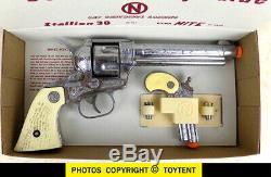 Nichols Stallion 38 cap gun with Dyna-Mite Derringer in clip