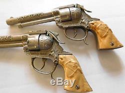 RARE Vintage 1950's LESLIE-HENRY WILD BILL HICKOK 9 CAP-GUN & HOLSTER SET