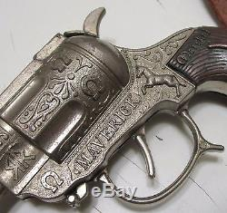 Rare Leslie Henry Maverick Marshal Dual Cap Guns & Holster