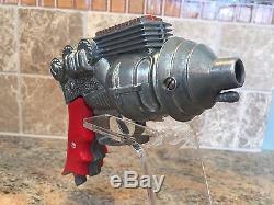 VINTAGE 1950's HUBLEY Die Cast ATOMIC DISINTEGRATOR Toy Gun #270 & Display Stand