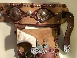 VINTAGE ROY ROGERS DOUBLE HOLSTER DETAILED LEATHER Rhinestone & KILGORE CAP GUNS