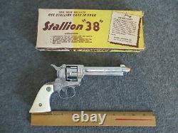 VTG NICHOLS INDUSTRIES STALLION 38 SIX SHOOTER TOY CAP GUN With ORIGINAL BOX WORKS