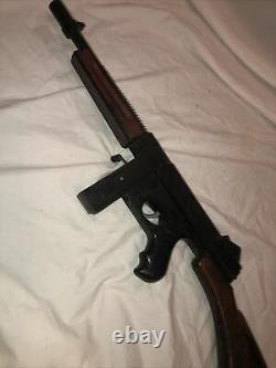 Very rare vintage Crank Cap Tommy burp Gun Mattel pre-tommy burst dick tracy
