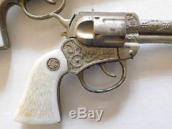 Vintage 1950's ACTOY WYATT EARP CAP-GUN & EMBOSSED LEATHER HOLSTER SET