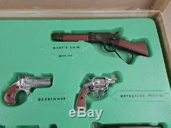 Vintage 60's Lous Marx FAMOUS FIREARMS Toy Guns Display Set IN BOX