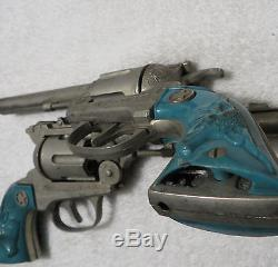 Vintage HUBLEY TEXAN 38 CAP GUN & LEATHER DOUBLE HOLSTER Set Turquoise Handles
