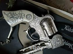 Vintage Wyandotte Hopalong Cassidy Toy Cap Gun and spurs set Boxed Unfired