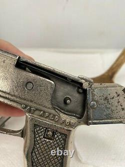 Vtg 1932 Kenton Cast Iron Toy RIOT GUN Cap Gun with hand crank WOW