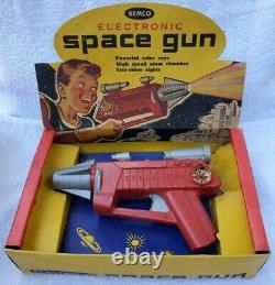 Vtg 1950's Remco Electronic Space Gun with Orig Box! Rare Atomic Era Toy Ray Gun