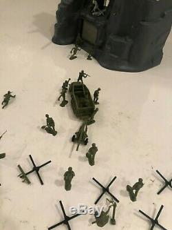 WW2 Marx Guns of Navarone Playset and Plastic Army Men 54mm 1/32